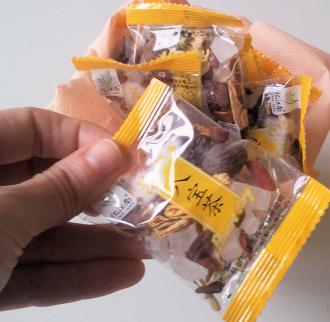 Nella confezione ci sono 12 bustine monodose per farsi una tazza di...